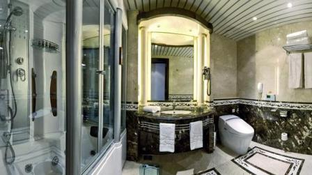 royal club room bathroom